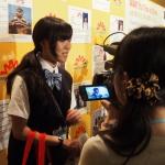 Die vielleicht jüngste geladene Teilnehmerin an der WAW-Konferenz, eine Unternehmerin, beim Fernsehinterview. (c) Sonja Blaschke