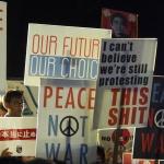 Mit hippen Plakaten gegen Abe: In Japan hat sich eine neue Protestbewegung entwickelt, die mehr junge Menschen anzieht. (c) Foto: Sonja Blaschke