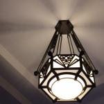 Alle Lampen im Teien-Museum sind individuell designt. Foto: Patrick Zoll
