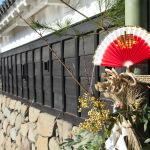 Schmuck zum Jahreswechsel am Schloss in Matsumoto. (c) Sonja Blaschke