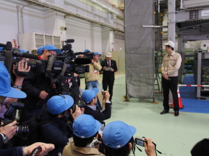 Many journalists and TV crews wanted to see the muon detectors, jointly developed by Japanese and American researchers and engineers in March 2015. Photo: Sonja Blaschke