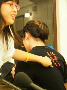 Auf dem T-Shirt stehe «Du denkst an China, ich denke an Taiwan», erklärt Wang Gina Pin-zhen, eine 18-jährige Schülerin in Taipeh. Foto: Sonja Blaschke