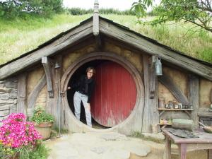 Es gibt die Hobbit Holes in Menschen- und in Hobbit-Größe. (c) Sonja Blaschke