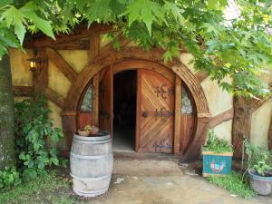 Eingang zum Gasthaus auf dem Gelände mit nur dort ausgeschenktem Bier und Cider. (c) Sonja Blaschke